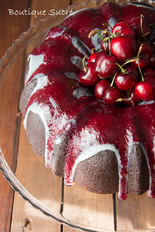 Bundt Cake de Chocolate Negro y Cerezas