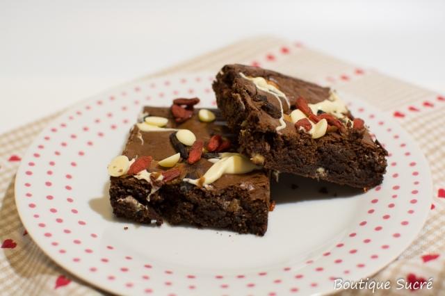 Brownies con bayas y choco blanco