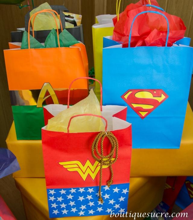 fiesta superheroe