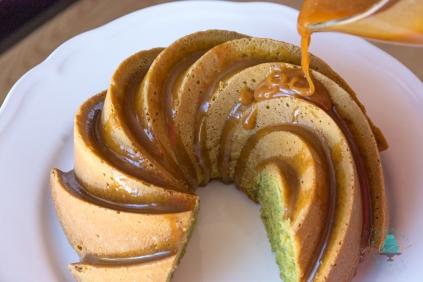 Bundt Cake de Te Matcha y Jengibre con Caramelo Salado